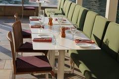 Tabella di cena della località di soggiorno del deserto Fotografie Stock