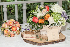 Tabella di cerimonia nuziale decorata immagine stock libera da diritti