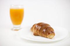 Tabella di cofee del Croissant Fotografia Stock Libera da Diritti