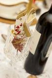 Tabella di pranzo del partito con vino fotografie stock