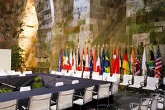 Tabella e bandierine diplomatiche fotografie stock