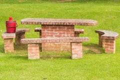 Tabella e sedie nel giardino Fotografia Stock Libera da Diritti