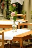 Tabella esterna del ristorante Fotografia Stock