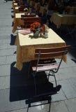 Tabella esterna del ristorante Immagine Stock Libera da Diritti