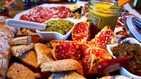 Tabella gastronomica festiva Fotografie Stock Libere da Diritti