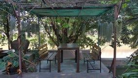Tabella in giardino Immagini Stock
