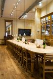 Tabella lunga del ristorante Immagine Stock