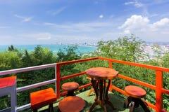 Tabella messa con la vista del mare di panorama Fotografia Stock Libera da Diritti