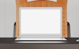 Tabella moderna dello schermo in bianco del computer portatile dentro il treno interno di velocità veloce della cabina della prim Fotografia Stock Libera da Diritti