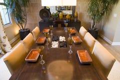Tabella pranzante con la decorazione di lusso. Fotografia Stock