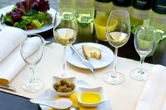 Tabella pranzante coperta con la vittoria Fotografia Stock