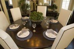 Tabella pranzante domestica di lusso. Fotografie Stock