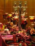 Tabella pranzante rossa di lusso fotografie stock libere da diritti