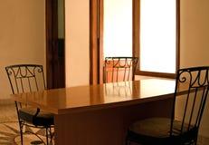 Tabella pranzante vuota Fotografia Stock Libera da Diritti