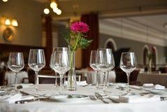 Tabella romantica del ristorante Fotografia Stock Libera da Diritti