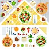 Tabella servita con i piatti vegeterian Fotografia Stock Libera da Diritti