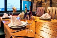 Tabella servita del ristorante Fotografie Stock