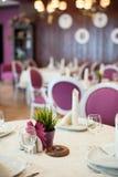 Tabella servita nel ristorante Fotografia Stock
