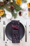 Tabella servita per la cena di Natale Holida del nuovo anno e di Natale Fotografia Stock Libera da Diritti