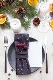 Tabella servita per la cena di Natale Holida del nuovo anno e di Natale Fotografie Stock