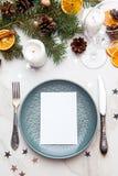 Tabella servita per la cena di Natale Holida del nuovo anno e di Natale Immagini Stock Libere da Diritti