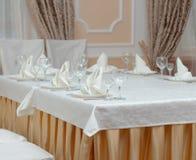 Tabella servita in ristorante Fotografia Stock