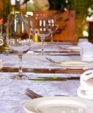 Tabella servita in ristorante Fotografie Stock