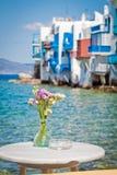 Tabella sul mare a Mykonos Immagine Stock