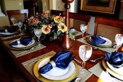 Tabella vestita della sala da pranzo Fotografie Stock