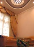 Tabella vicino alla finestra Fotografia Stock