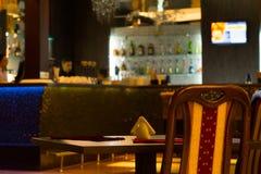Tabella vuota in bar Fotografie Stock Libere da Diritti