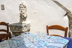 Tabelle in Amalfi stockfotos