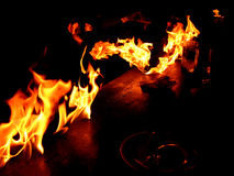Tabelle auf Feuer Stockfotografie