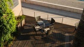 Tabelle in caffè sulla via Caffè della via Ristoranti in Monten archivi video