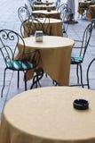 Tabelle del caffè del marciapiede fotografia stock