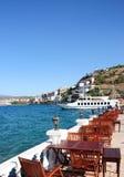 Tabelle del ristorante su un terrazzo in Turchia Fotografie Stock Libere da Diritti
