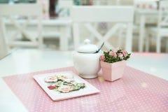 Tabelle in den Süßigkeiten Stockbilder