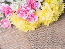 Tabelle der Blumendekorationsanordnung Stockbild