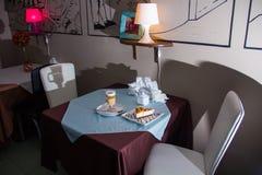 Tabelle in der Gaststätte Lizenzfreies Stockbild