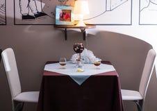 Tabelle in der Gaststätte Stockfotografie