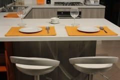 Tabelle in der Küche Stockfotografie