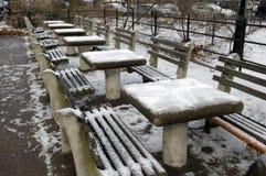 Tabelle di scacchi con neve fotografia stock libera da diritti