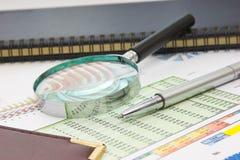 Tabelle e documenti dei grafici immagine stock libera da diritti