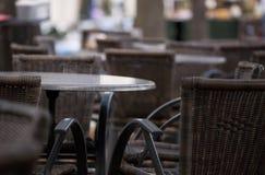 Tabelle e presidenze del caffè immagini stock libere da diritti