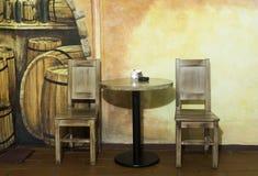 Tabelle e sedie immagini stock libere da diritti