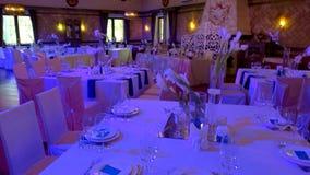 Tabelle e sedie in ristorante archivi video