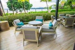 Tabelle e sedie in ristorante fotografie stock