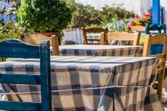 Tabelle in einem griechischen Restaurant Stockfotos