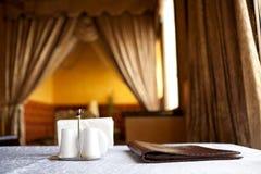 Tabelle in einer Gaststätte Stockbild