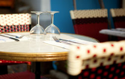 Tabelle in einer Gaststätte Lizenzfreie Stockfotos